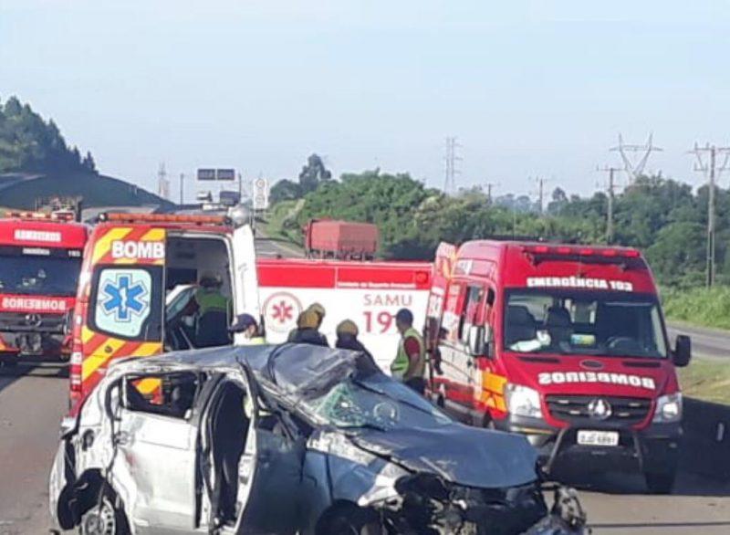 Após acidente de carro, duas pessoas morrem em Capivari de Baixo