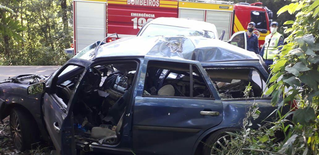 Motorista da VW/Parati morreu no local após batida de frente - Corpo de Bombeiros/Divulgação/ND