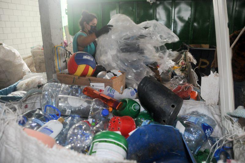 Em Florianópolis, 43% dos recicléveis secos são embalagens de papel e plástico – Foto: Leo Munhoz/ND