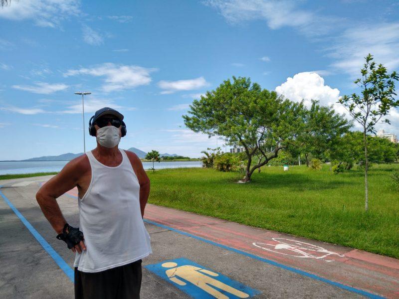 Ailton Andrade frequenta o parque para caminhadas – Foto: Bruna Stroisch/ND