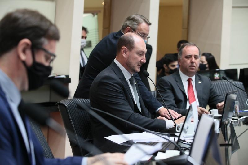 A situação da pandemia em Santa Catarina concentrou as atenções dos deputados na sessão desta quinta-feira (18) na Assembleia Legislativa – Foto: Foto: Solon Soares/Agência AL/ND