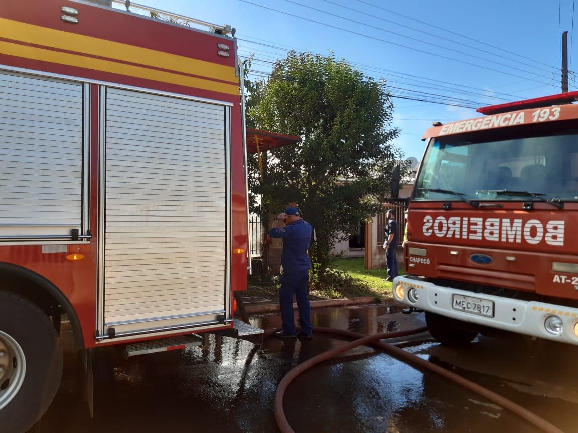 Perícia vai identificar as causas do incêndio que iniciou por volta das 8h - Alexandre Madoglio/NDTV