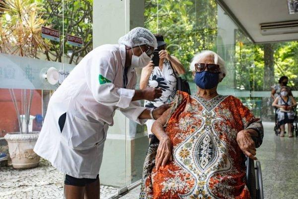 Idosos são público-alvo na vacinação contra a gripe – Foto: Aline Massuca/Metrópoles