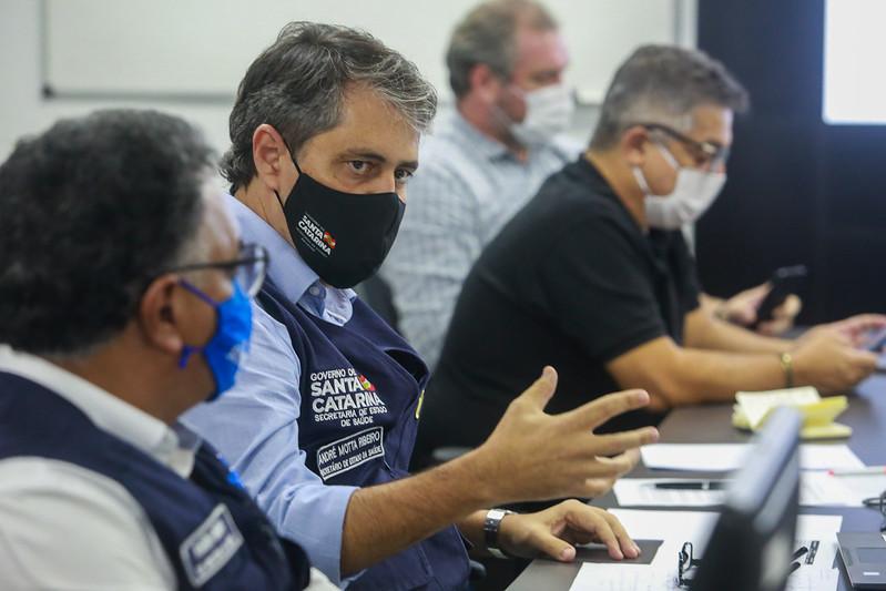 Secretário da Saúde, André Motta Ribeiro, convoca toda a força de trabalho da saúde – Foto: Julio Cavalheiro/Secom/ND