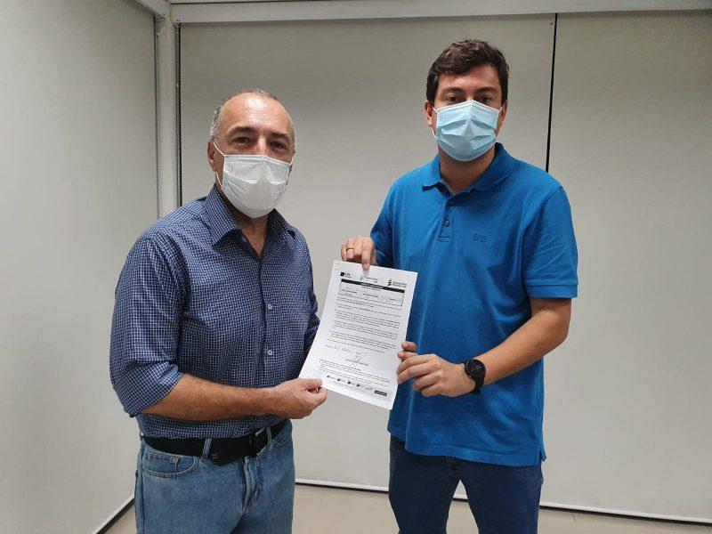 Araújo Gomes e o presidente da CDL Florianópolis, Marcos Brinhosa – Foto: Divulgação/ND