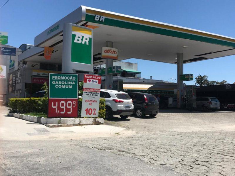 O preço por litro da gasolina, em Florianópolis, varia em até 20%
