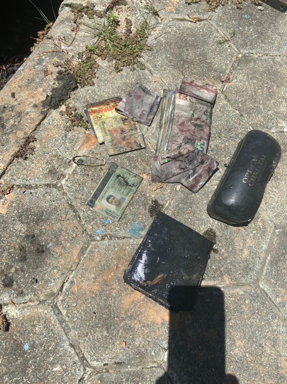 Documentos de empresário desaparecido foi encontrado no veículo, junto com o corpo - Polícia Civil/Divulgação