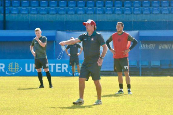 Paulo Baier comandando treino do Próspera