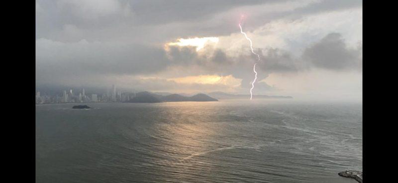 Pancadas de chuvas devem vir com trovões em grande parte do território catarinense – Foto: Carlos Sabino