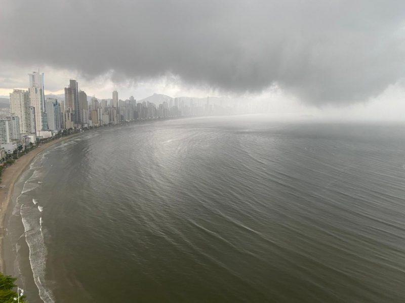 Tempo deve seguir fechado especialmente no Oeste de Santa Catarina – Foto: Carlos Sabino