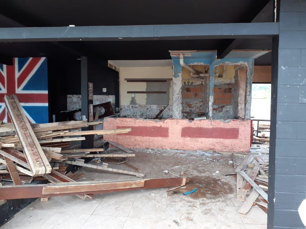 Interior do bar após a destruição - Divulgação/ND