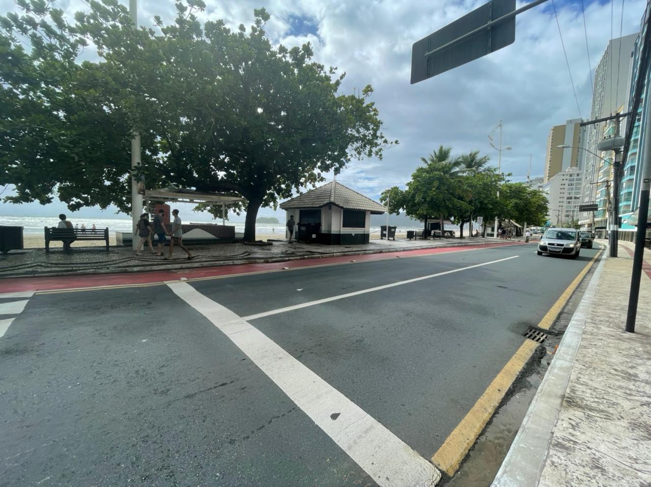 Quiosques e comércios fechados no Centro de Balneário Camboriú neste sábado (27) - Bruna Bertoletti/NDTV