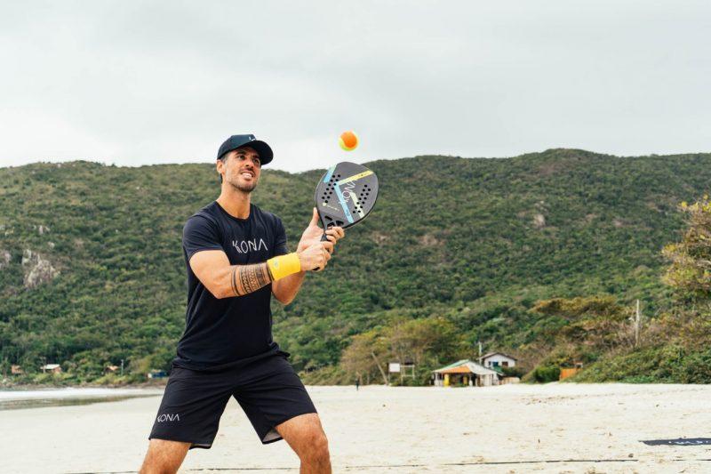 Ele joga individualmente… Foto: Maria Alice / Divulgação