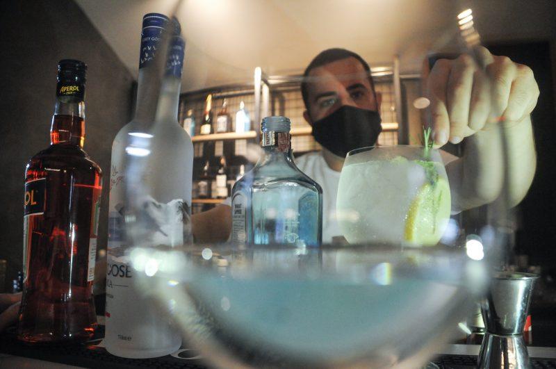 Abrasel reclama de aumento da carga tributária das bebidas destiladas – Foto: Leo Munhoz/ND
