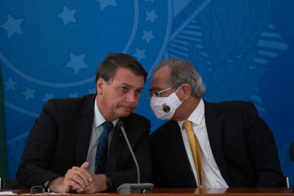 Bolsonaro conversa com o ministro da Economia Paulo Guedes – Foto: Hugo Barreto/Metrópoles