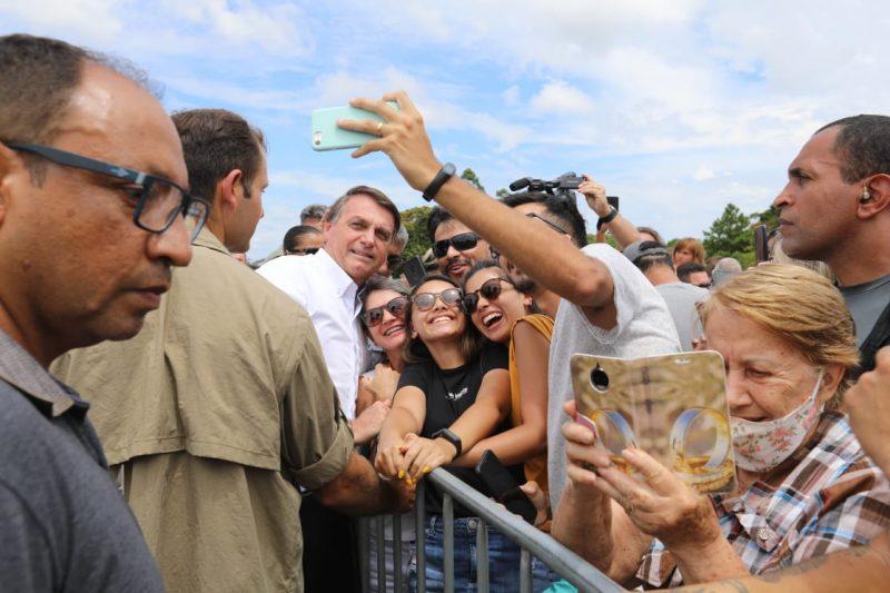 """Aos gritos de """"mito"""", Bolsonaro foi ovacionado por apoiadores que foram recepcioná-lo na chegada a São Francisco do Sul – Foto: Prefeitura SFS/Divulgação"""