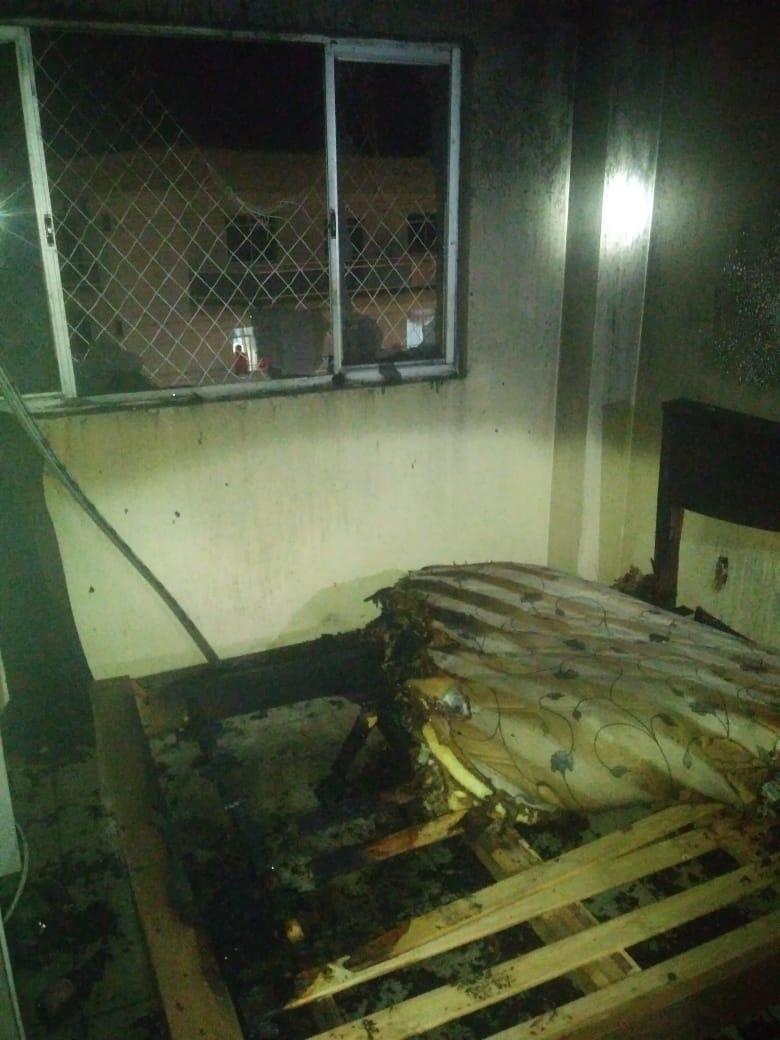 Ninguém estava no apartamento no momento do incêndio caracterizado criminoso - Bombeiros de Videira/Divulgação