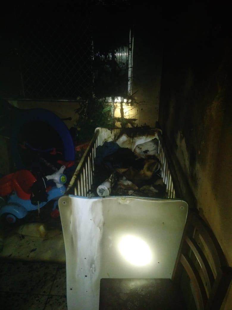 Metade do apartamento ficou destruído após as chamas - Bombeiros de Videira/Divulgação