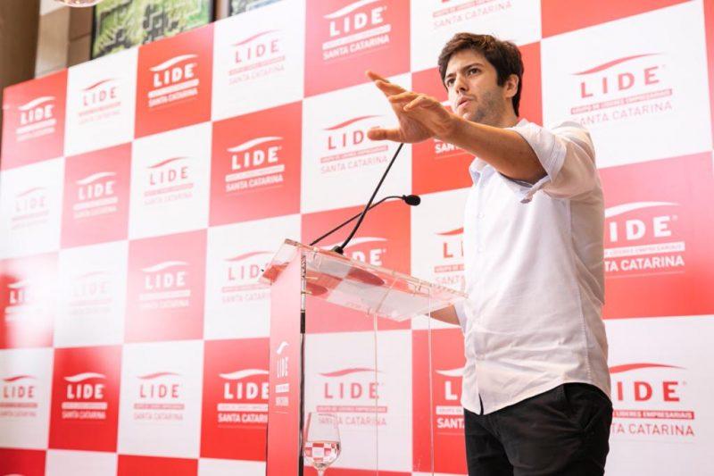 Caio Coppolla em evento do Lide SC, no WK Design Hotel – Foto: José Somensi/Divulgação/ND