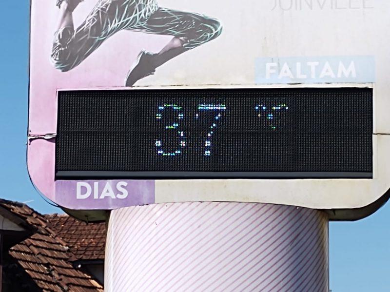 Termômetros marcaram 37 °C na tarde desta quinta-feira (17), mas sensação térmica foi de 41 °C – Foto: Adriano Mendes/NDTV