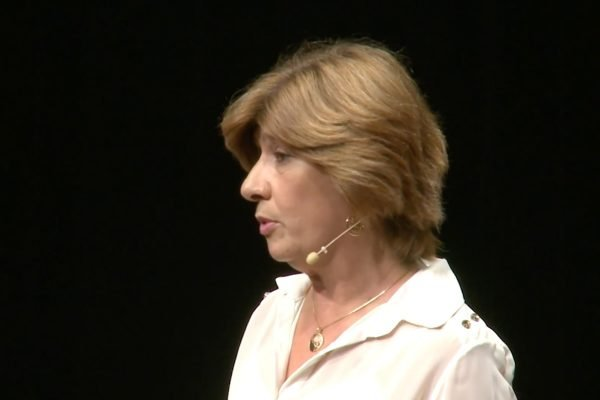 Epidemiologista Carla Domingues em palestra