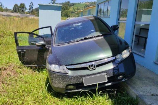Polícia encontra carro usado em assalto à cooperativa de crédito no Alto Vale – Foto: Divulgação / Polícia Militar