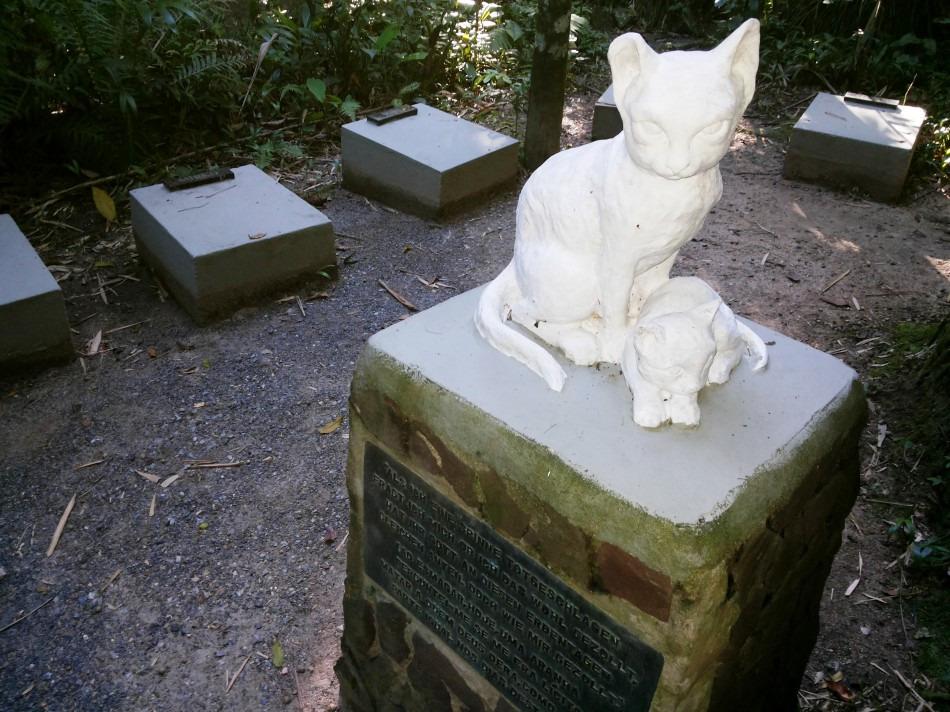 Na década de 1970 o espaço ganhou uma escultura de felinos feita por Miguel Borba e uma mensagem sobre animais do escritor Goethe - Sérgio Antonello/FCBlu
