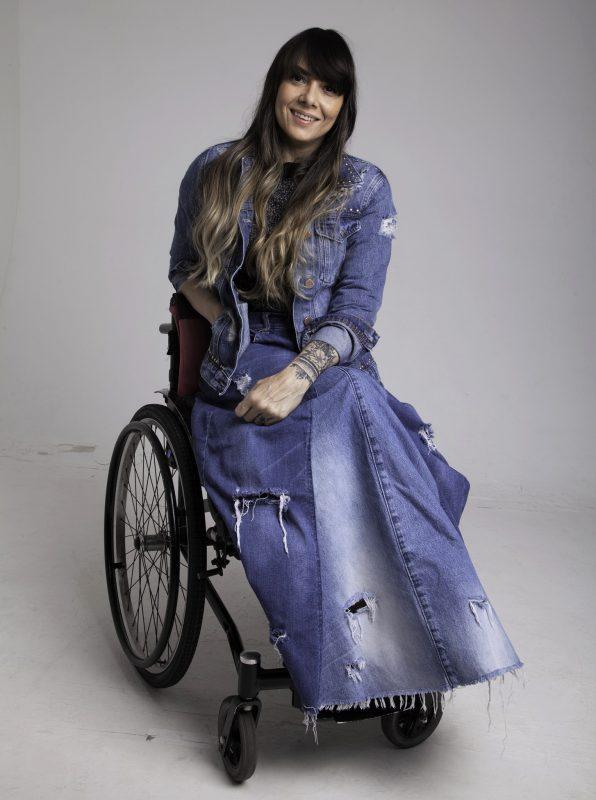 Claudia Souza, cadeirante, uma das apostas de Andréa para o circuito da moda – Foto: Divulgação/ND