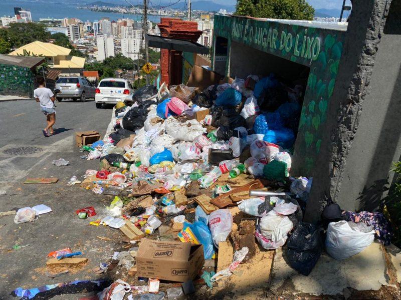 Ruas no bairro Monte Serrat ainda tinham acúmulo de lixo na manhã desta terça-feira (2) – Foto: Maria Fernanda Salinet/ND