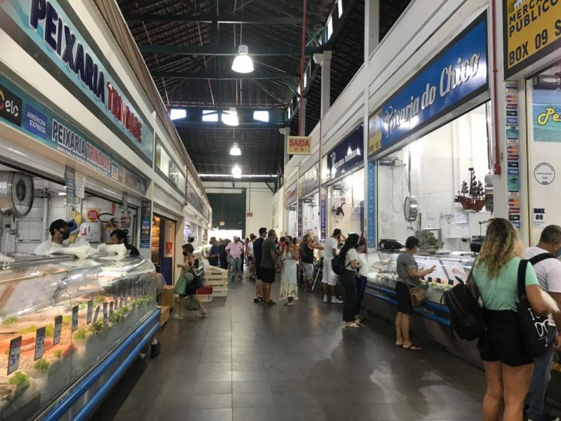Compra de peixe no Mercado é atividade rotineira para os manezinhos – Foto: Bruna Stroisch/ND