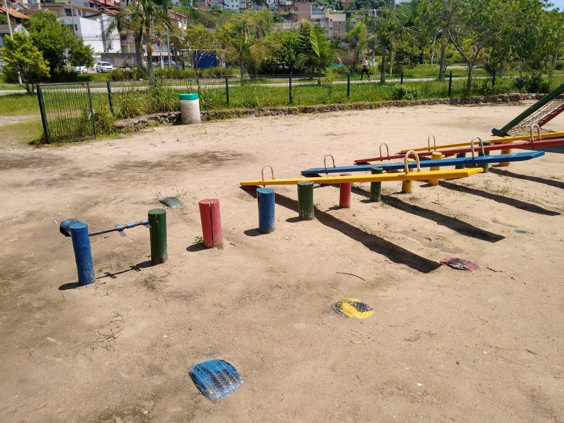 Faltam brinquedos no parque infantil - Bruna Stroisch/ND