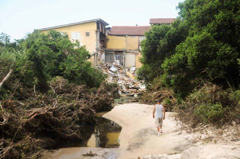 Desastre ambiental pode levar a discussões sobre saneamento na Ilha de SC – Foto: Leo Munhoz/ND