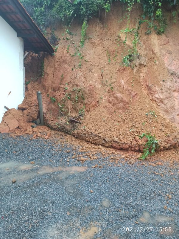 Guaramirim também registrou deslizamentos nos fundos de residências e na SC-108 – Foto: Prefeitura/Divulgação
