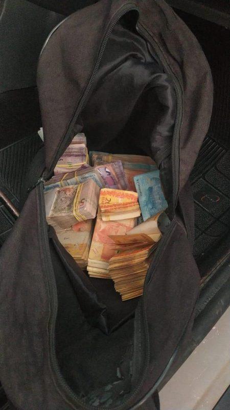 Dinheiro foi encontrado no carro de uma mulher em Joinville – Foto: Bope/Divulgação/ND