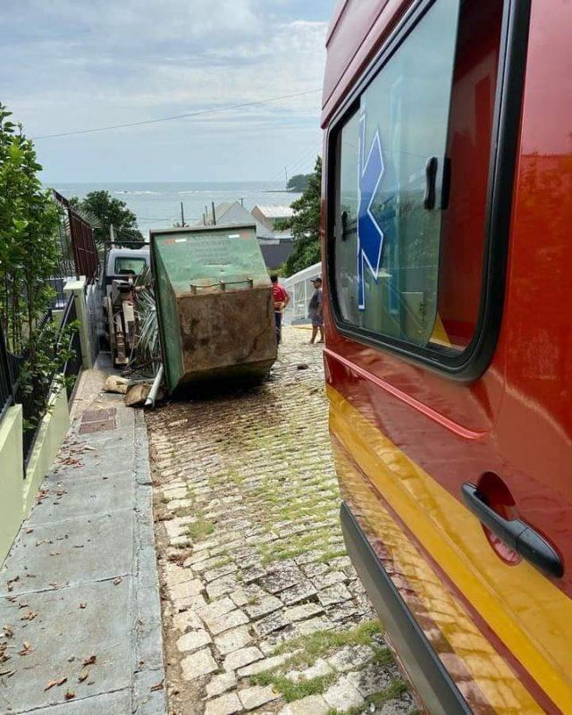 Motorista de 42 anos viu o caminhão descendo a ladeira e tentou entrar para frear, quando o acidente aconteceu – Foto: Reprodução/Redes Sociais