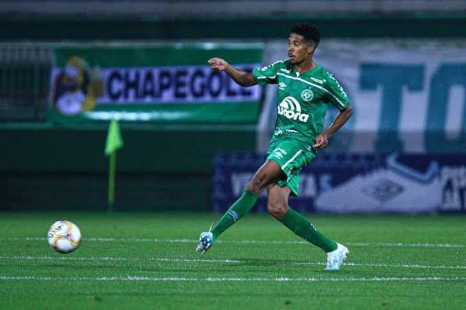 Willian Oliveira, volante de excelente participação ao longo de 2020/2021, pediu para rescindir com a Chape, que aceitou; jogador deve vestir a camisa do Ceará. – Foto: ACF/divulgação