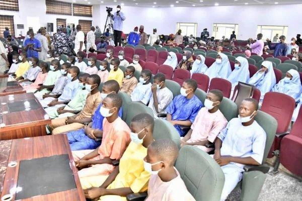 nigéria; governador; libertação; escola; sequestrados