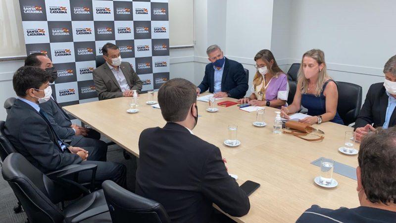 Reunião entre o governador Carlos Moisés (PSL) com representantes da Fecam, do MPSC e Alesc – Foto: Divulgação/Fecam/ND