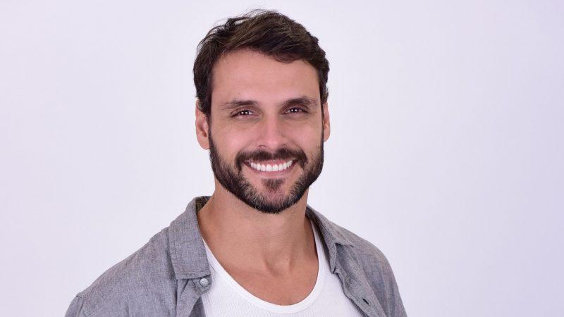 Felipe Cunha como o protagonista Antônio da novela Topíssima – Foto: Blad Meneghel/ Record TV