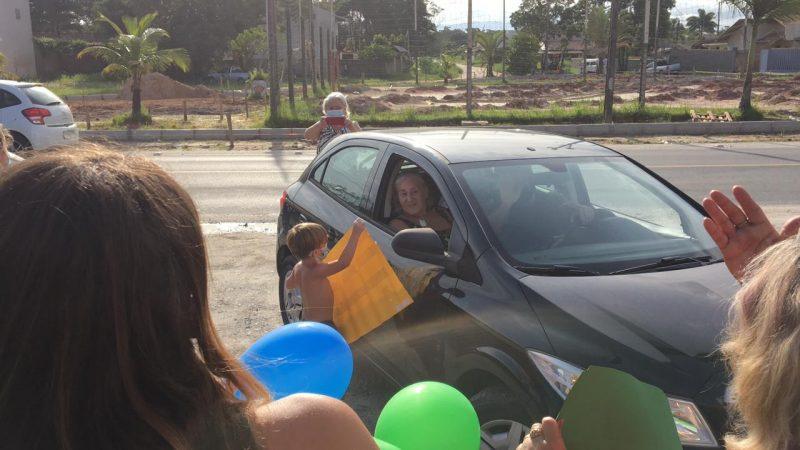Amigos e familiares fizeram festa na volta de Gladis para casa – Foto: Arquivo Pessoal/Divulgação