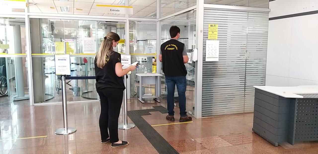 Pela manhã foram visitados dois estabelecimentos bancários na avenida Getúlio Vargas, que estavam fechados, conforme prevê o decreto - Prefeitura de Chapecó/Divulgação/ND