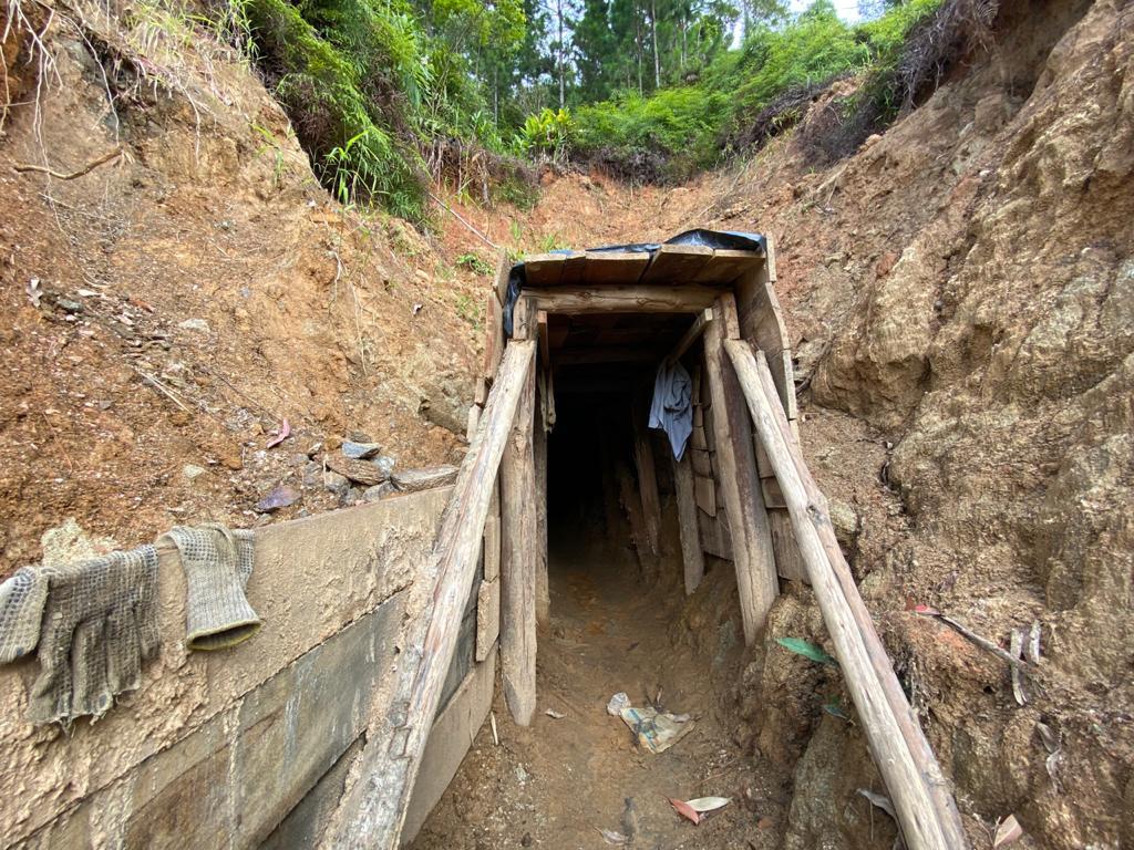 Polícia Ambiental abre garimpo ilegal descoberto no Vale do Itajaí - Moisés Stucker/NDTV
