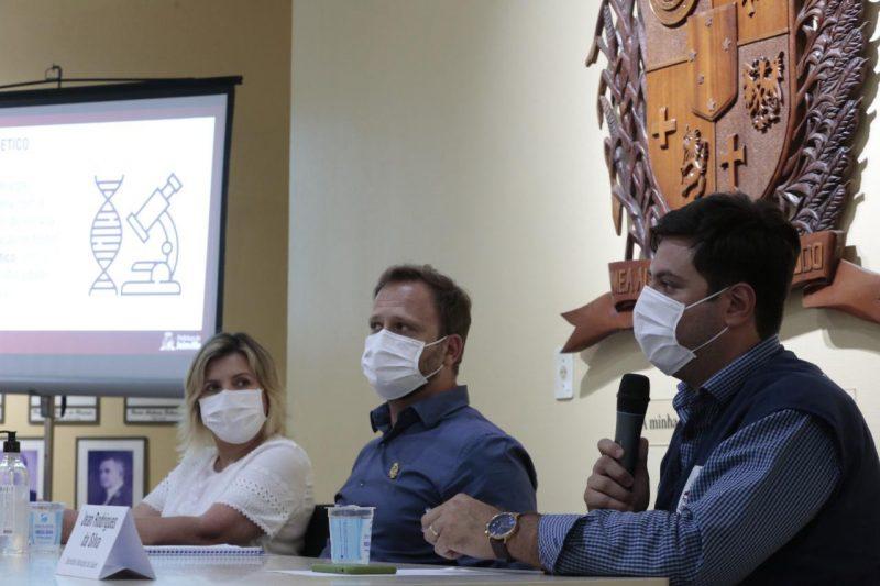 Gabinete de crise se reúne para discutir necessidade de adaptação do decreto municipal – Foto: Rogério da Silva