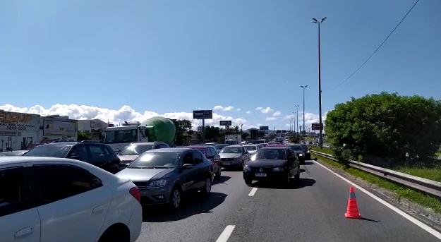 Por causa de acidentes, trânsito está lento em toda a Via Expressa