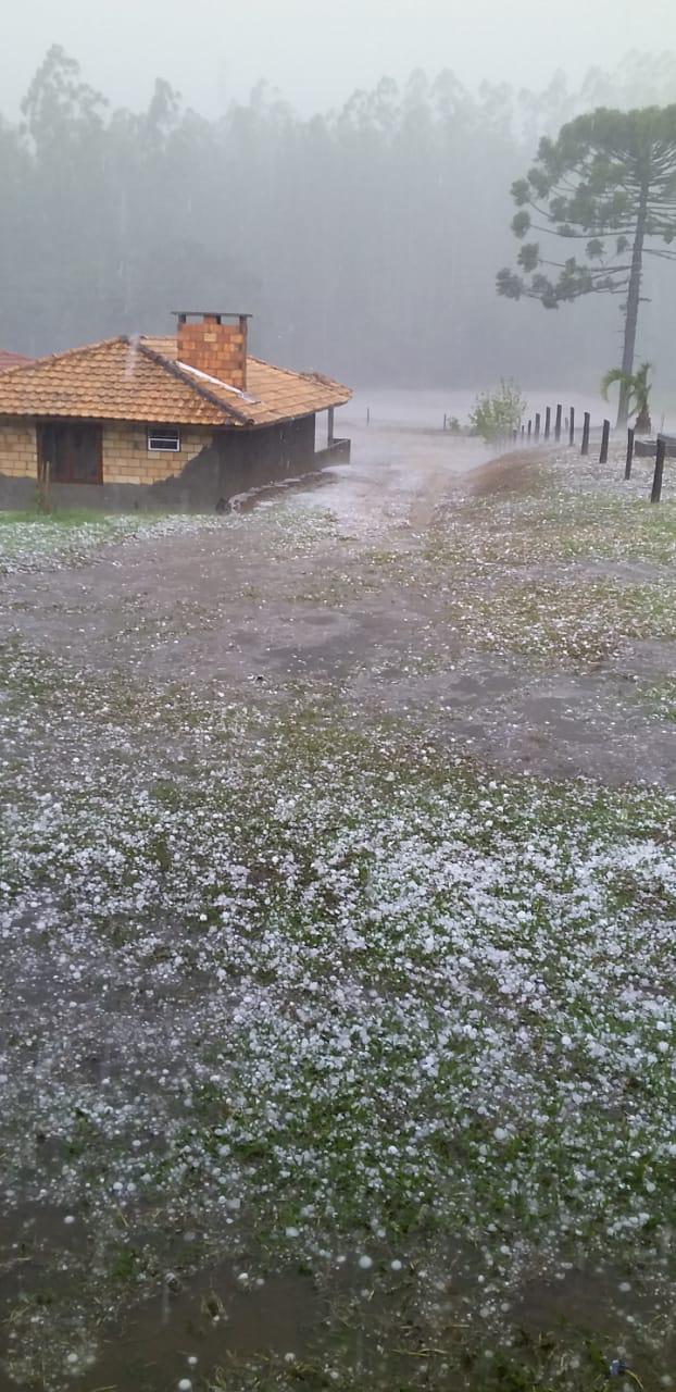 Chuva de granizo atinge Santa Terezinha, no Alto Vale - Radar Alto Vale / Divulgação