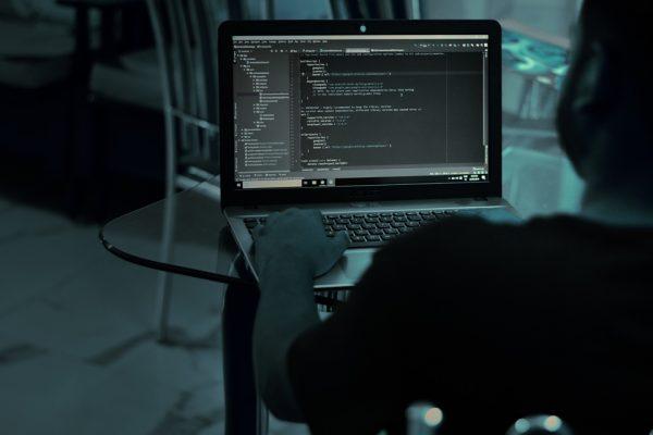 Hackers invadem câmeras, gravam relações sexuais e vendem na web – Foto: Pixabay/Reprodução/ND