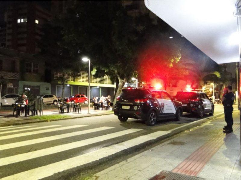 Guarda Municipal acompanha o fechamento de estabelecimentos na avenida Hercílio Luz, na virada das 23h; decreto em vigor em todo o Estado – Foto: Divulgação/ND
