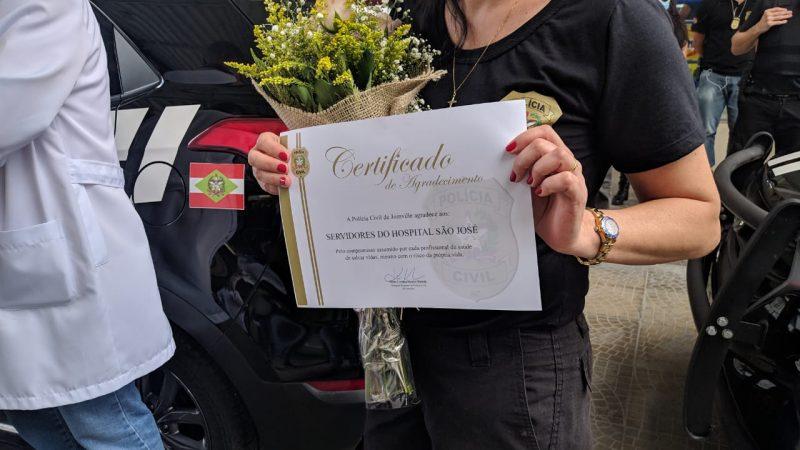 O certificado de agradecimento pelo atendimento prestado ao policial baleado e pela ajuda mútua entre as instituições tão importantes para a cidade – Foto: Juan Todescatt