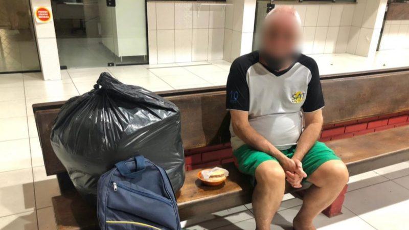Idoso de 63 anos foi abandonado em rodoviária de Tijucas – Foto: Jornal Razão/Reprodução