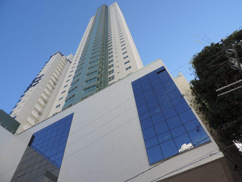 Os 49 andares do Império das Ondas Residence somam 165 metros de altura, no bairro Pioneiros. Concluído em 2016, o empreendimento é da Formula F10 Empreendimentos – Foto: Formula F10 Empreendimentos/Divulgação